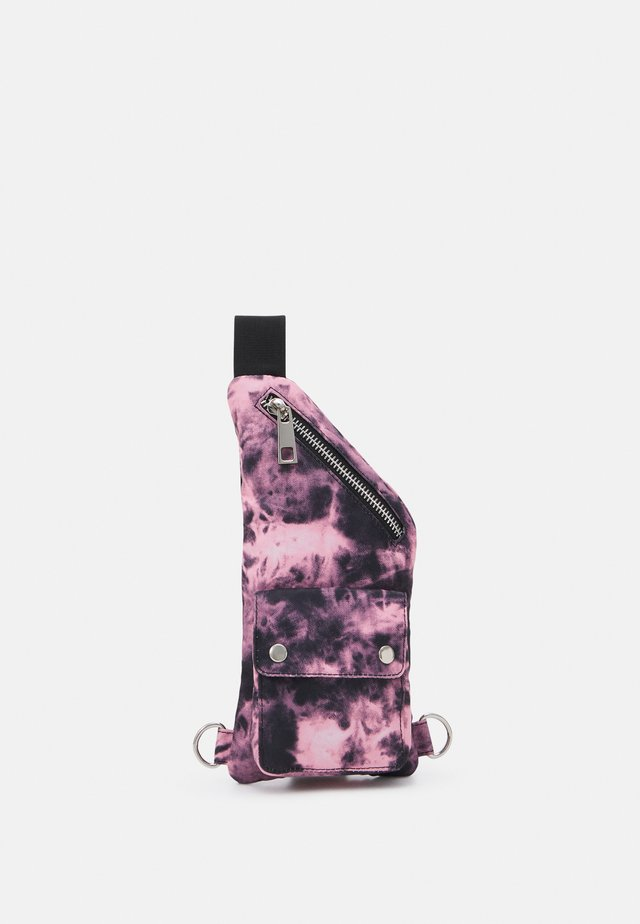 TIE DYE CLIP POCKET CROSSBODY BAG UNISEX - Ledvinka - pink