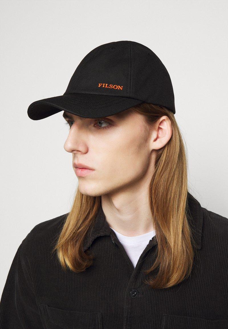 Filson - OIL TIN LOW-PROFILE - Cap - black