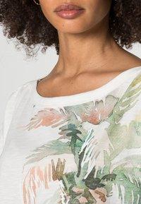 Esprit - BOAT NECK - Print T-shirt - off white - 4