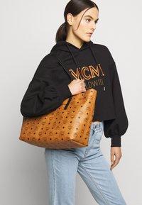 MCM - Velká kabelka - cognac - 0