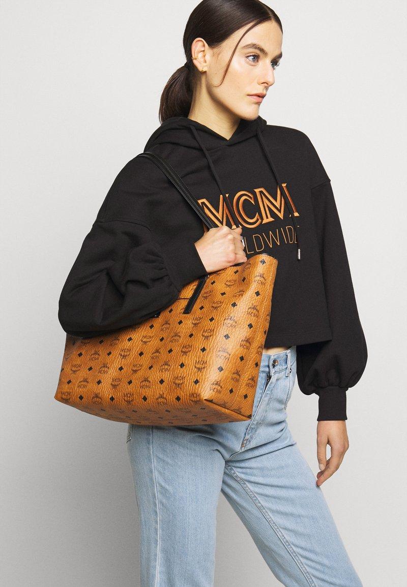MCM - Velká kabelka - cognac