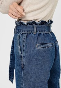 ONLY - HIGH WAIST ONLJANE HW BUTTON PAPERBAG BELT - Relaxed fit jeans - medium blue denim - 4