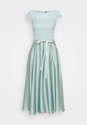 Koktejlové šaty/ šaty na párty - pistazie/silver