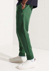 Superdry - CODE - Tracksuit bottoms - dark green - 2