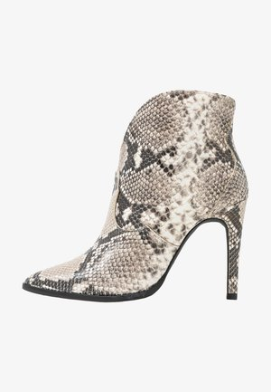 High heeled ankle boots - pitow capa