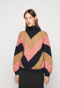 Victoria Victoria Beckham - OVERSIZED MOCK NECK JUMPER - Sweter - multi coloured - 0