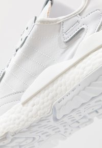 adidas Originals - NITE JOGGER - Trainers - footwear white - 5