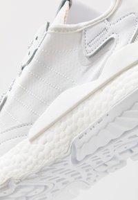 adidas Originals - NITE JOGGER - Tenisky - footwear white - 5