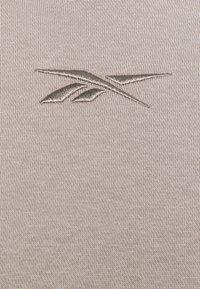 Reebok - OVERSIZE HOODIE - Jersey con capucha - boulder grey - 2