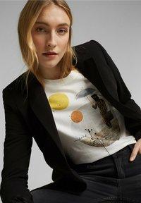 Esprit - Print T-shirt - off white - 4
