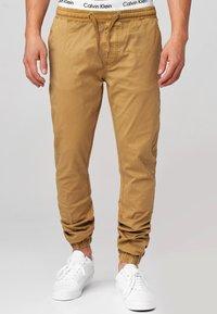 INDICODE JEANS - FIELDS - Pantalones - amber - 0