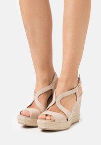 Paloma Barceló - TELMA - Sandály na platformě - nude - 0