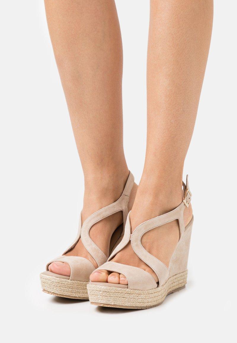 Paloma Barceló - TELMA - Sandály na platformě - nude