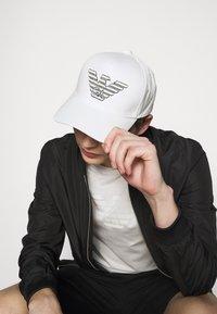 Emporio Armani - BASEBALL HAT UNISEX - Cappellino - white - 0