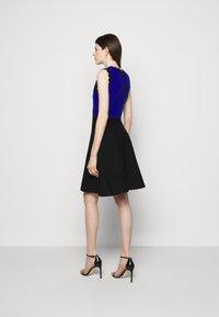 Milly - SCALLOPED COLORBLOCK - Jumper dress - black/azure - 2