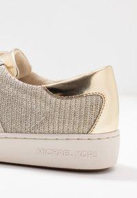 MICHAEL Michael Kors - KEATON STRIPE  - Sneakers laag - pale gold - 2