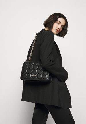 HEART QUILTED SHOULDER BAG - Skulderveske - nero