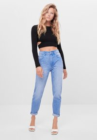 Bershka - MIT UMSCHLAG  - Jeans baggy - light blue - 1