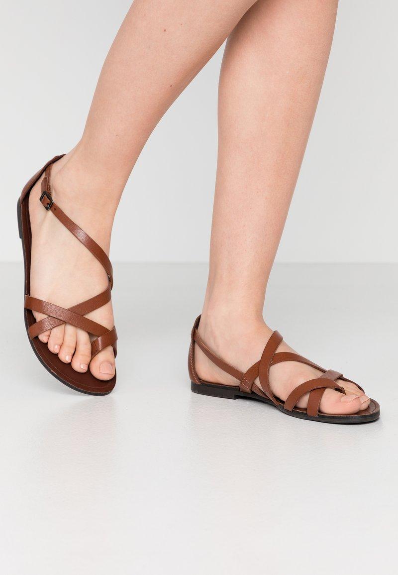 Vagabond - TIA - T-bar sandals - cognac