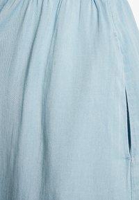 Vila - VIBISTA STRAP MIDI DRESS - Kjole - light blue denim - 2