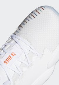 adidas Performance - D.O.N. ISSUE 2 UNISEX - Basketball shoes - footwear white/core white/solar red - 6