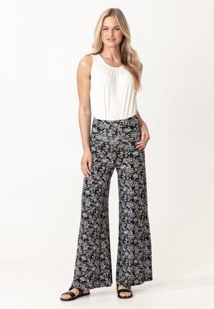 NINA - Spodnie materiałowe - blackwhite