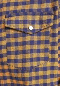Jack & Jones - KARIERTES  - Skjorta - rubber - 6