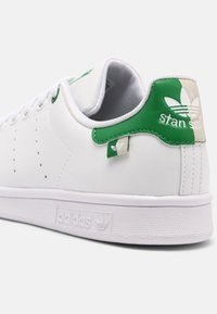 adidas Originals - STAN SMITH UNISEX - Sneakers basse - white/green/clear brown - 8