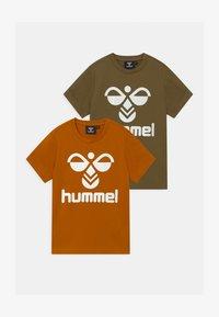 Hummel - 2 PACK UNISEX - T-shirts print - olive/pumpkin spice - 0