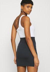 Nike Sportswear - AIR SKIRT - Falda de tubo - black/white - 4