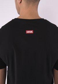 Cayler & Sons - STANCE TEE - Print T-shirt - black/mc - 3