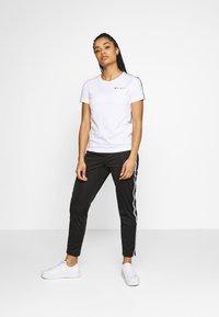 Champion - CREWNECK LEGACY - T-shirts med print - white - 1