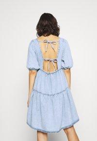 Gina Tricot - BABYDOLL DRESS - Denim dress - light blue - 2