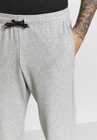 adidas Performance - MUST HAVES SPORT TAPERED SWEAT PANT - Pantalon de survêtement - grey - 3