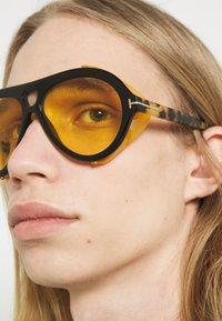 Tom Ford - UNISEX - Occhiali da sole - shiny black/brown - 1