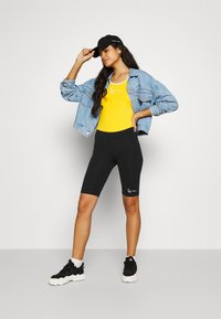 Karl Kani - SMALL SIGNATURE CYCLING - Shorts - black - 1