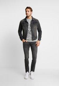 Pier One - T-shirt med print - mottled grey - 1