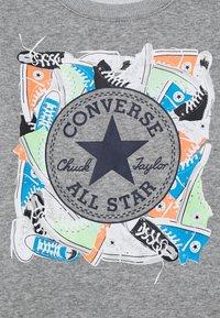 Converse - SNEAKER CHUCK PATCH CREW - Collegepaita - dark grey heather - 2
