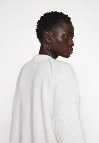 By Malene Birger - URSULA - Cardigan - soft white - 5