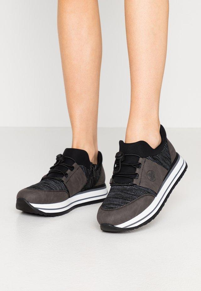 Zapatillas - fumo/schwarz/weiß