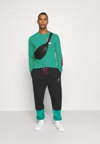 Jordan - MOUNTAINSIDE CREW - Long sleeved top - neptune green - 1