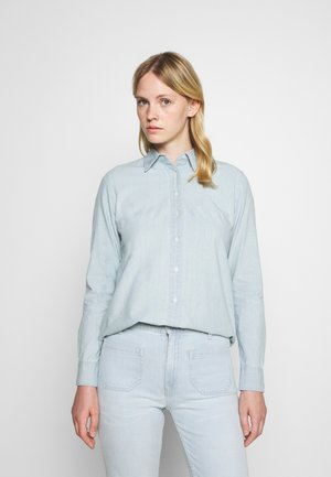 JAMELKO LONG SLEEVE BUTTON FRONT SHIRT - Button-down blouse - chambray wash