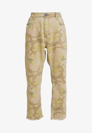 SAFARI CAMO BANDITS - Straight leg jeans - light green