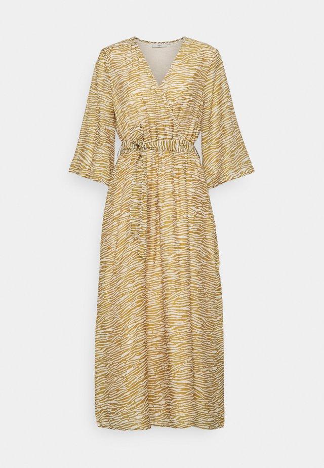 SKIVA  - Korte jurk - dried tobacco