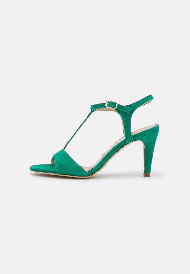 AMAMIA - Sandály - vert