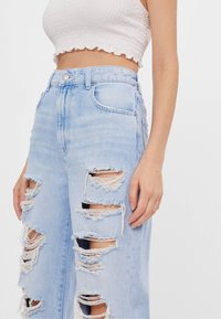 Bershka - MOM MIT RISSEN - Jeans Relaxed Fit - blue - 3