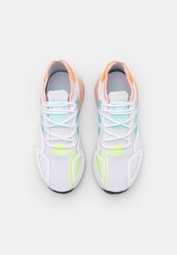 adidas Originals - ZX 2K BOOST  - Baskets basses - core white/haze sky/glow pink