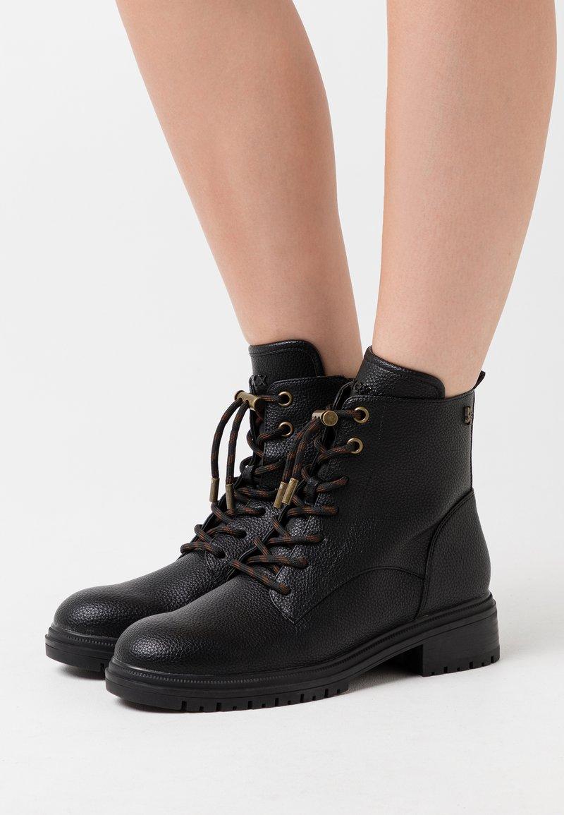 Mexx - FELICITY - Šněrovací kotníkové boty - black