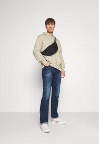 Diesel - LARKEE - Straight leg jeans - 009er - 1