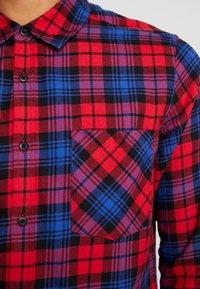 Urban Classics - CHECKED  - Skjorta - red/royal - 6